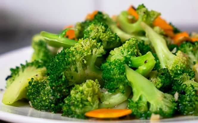Stir-Fried Broccoli with Garlic(蒜蓉西兰花)